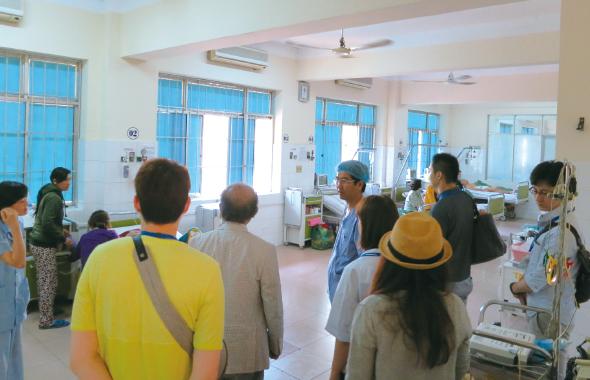 2016年 ベトナムハノイにて病院見学